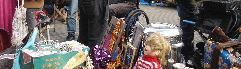 Puppe auf Flohmarkt.